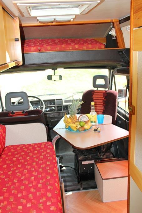 Gwada 39 camp road trip minion la guadeloupe en toute for Table exterieur 2m60